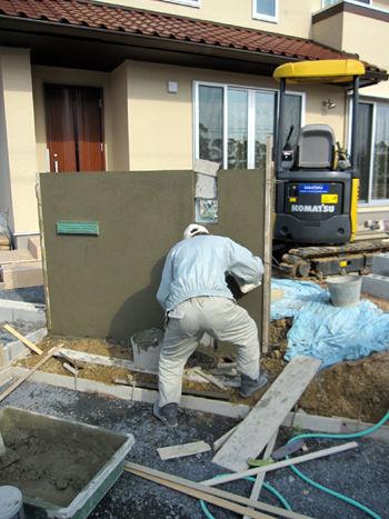 外構工事 門柱の下地ブロック下地モルタル塗り