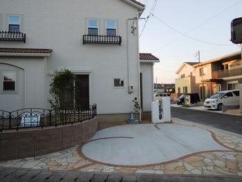 美しい曲腺のデザインの駐車場