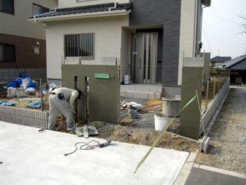 外構工事の門柱下地モルタル塗り