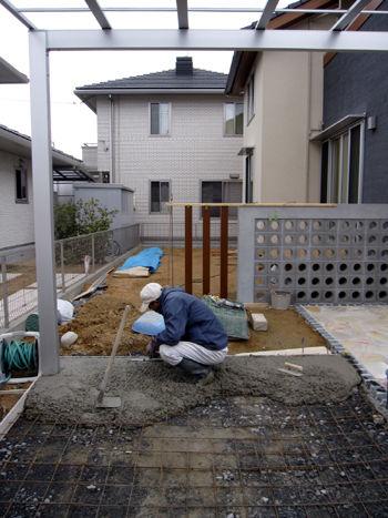 車庫土間コンクリートの打ち込み