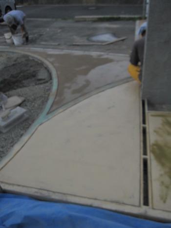 駐車場のコンクリートのスタンプ