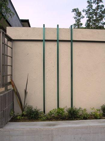 ガラス板を使ったシンプルな門柱