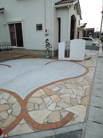 曲線美の駐車場デザイン