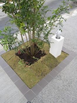 駐車スペース 4台分の外構