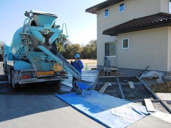 土間コンクリートの打設