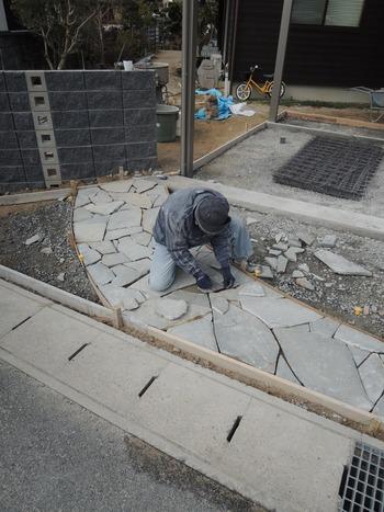 石貼り工事中