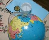 地球儀とコンパス