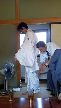 白の装束でした