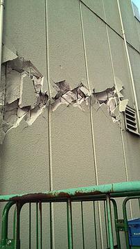 外壁に横に亀裂