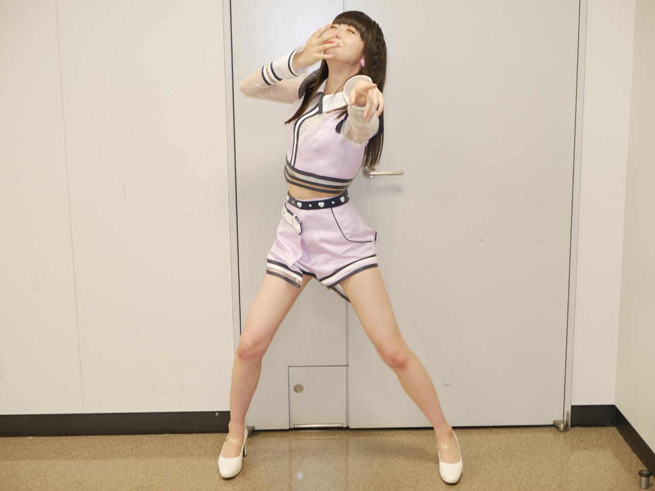 【悲報】荻野由佳さん、余裕のポーズ