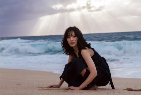 【話題発言】綾瀬はるか、黒の水着姿を「トドみたい」