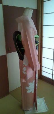 ピンク付け下げ黒帯ヨコ