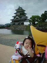 松本城とモモ