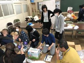 田島小20171025寄贈品値付け2