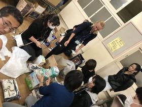 田島小20171025寄贈品値付け3