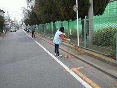 栄和小 緑のボランティア13120902