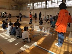 大久保小20190325お正月遊び6
