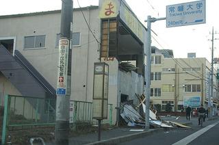 壁の落ちた店舗1