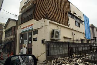 壁の落ちた店舗2