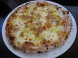 ブルポテトとツナのピザ+130円