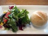 Nino Ninoパンとサラダ