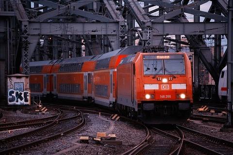 train-3211430_640