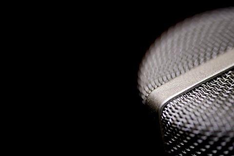 microphone-1102739_640