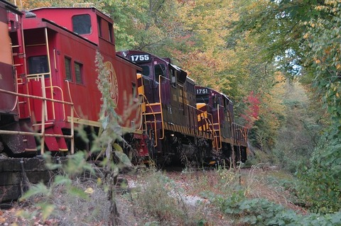 red-train-347646_640