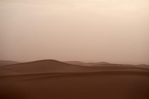 sandstorm-4179080_640