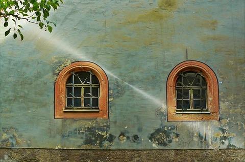 window-831251_640