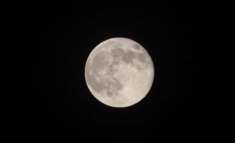 moon-3261374_640