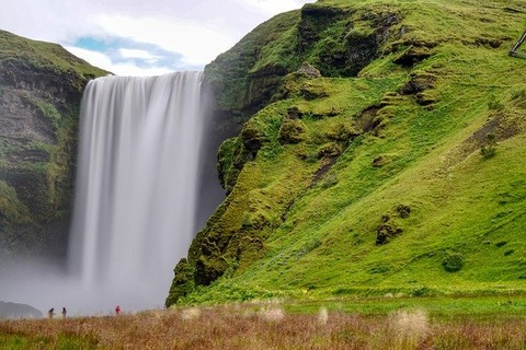 waterfall-5428468_640