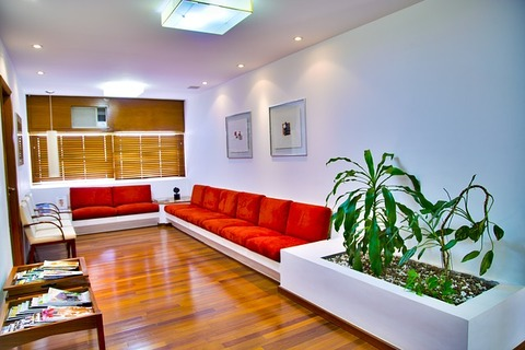 waiting-room-548136_640
