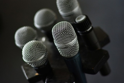 microphone-3315985_640