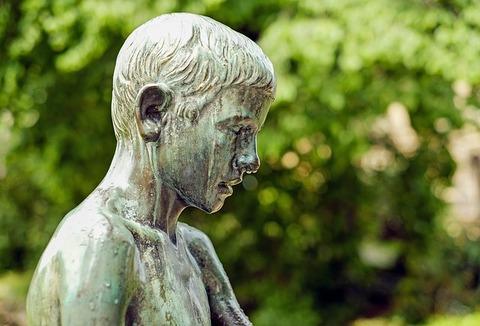 sculpture-1392529_640