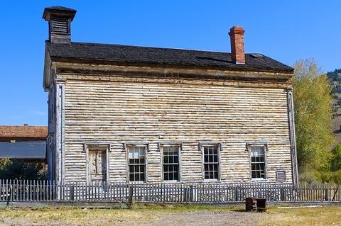 bannack-abandoned-school-3957098_640
