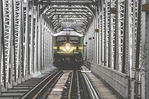 train-1209291_640
