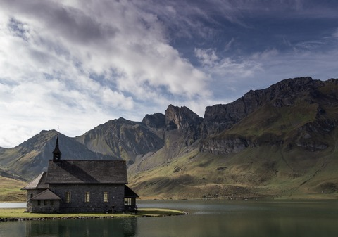 grey-wooden-house-near-mountain-2414454