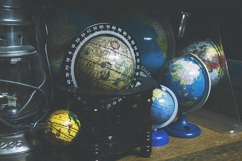 globes-918929_640