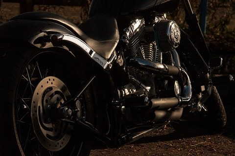 motorcycle-1148963_640