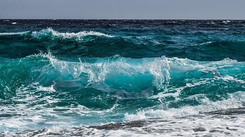 wave-3473335_640