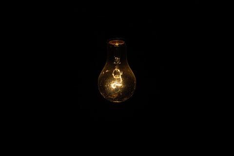light-bulb-1081844_640