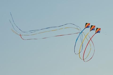 wind-kite-391870_640