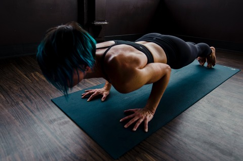 woman-doing-push-ups-2780762