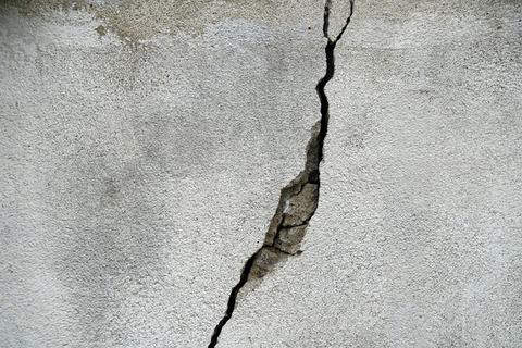 crack-695010_640