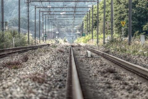 railway-rails-2738508_640