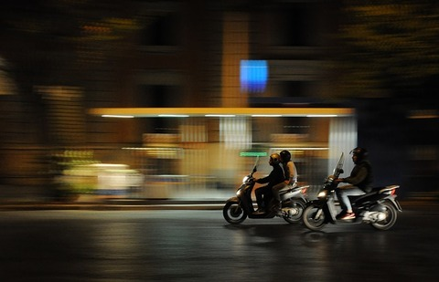 scooters-384560_640