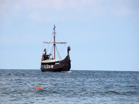 ship-2575146_640