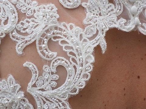 wedding-dress-1174168_640