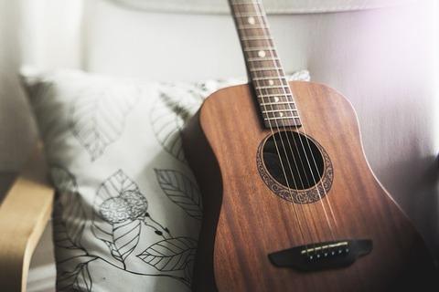guitar-1836655_640
